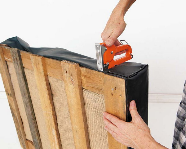 Making DIY Pallet Furniture