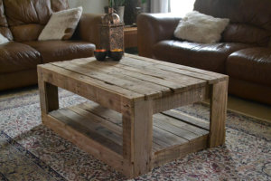 Simple and Rustic Pallet Coffee Table